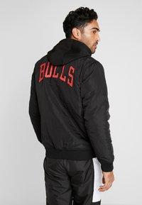 New Era - NBA TEAM LOGO JACKET CHICAGO BULLS - Club wear - black - 2