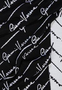 Versace - SCIARPA MAGLIA - Scarf - nero/bianco - 1