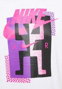 Nike Sportswear - TEE AIR - T-shirt con stampa - white - 5