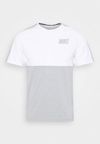 DRY - Print T-shirt - smoke grey/light smoke grey