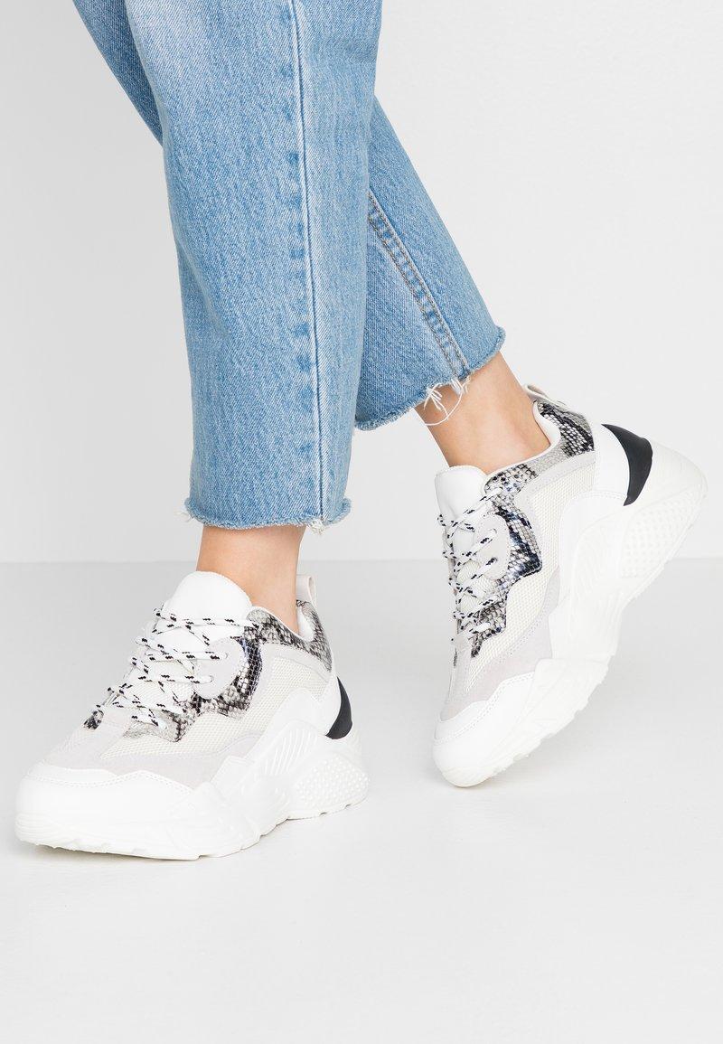 Steve Madden - ANTONIA - Sneakers - white/multicolor