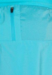 Nike Performance - STRIDE SHORT - Sportovní kraťasy - chlorine blue/silver - 6