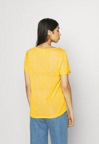 Object - OBJTESSI SLUB V NECK SEASONAL - T-shirt basic - yellow - 2