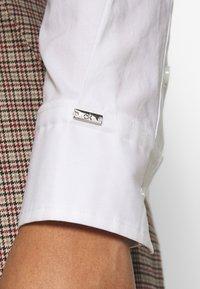 Calvin Klein - SLIM - Košile - bright white - 7
