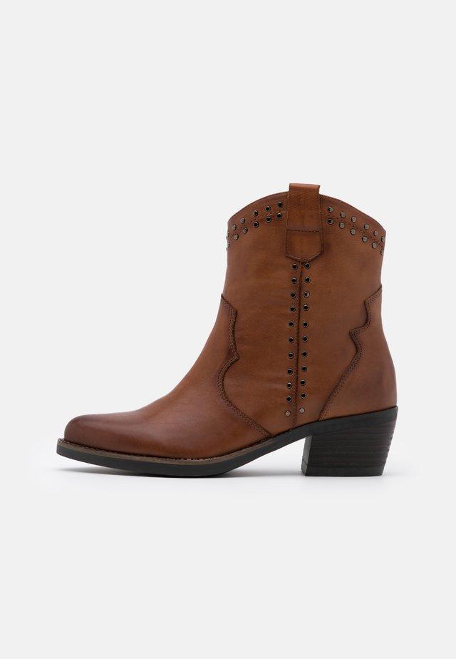LADIES BOOTS  - Cowboy/biker ankle boot - camel