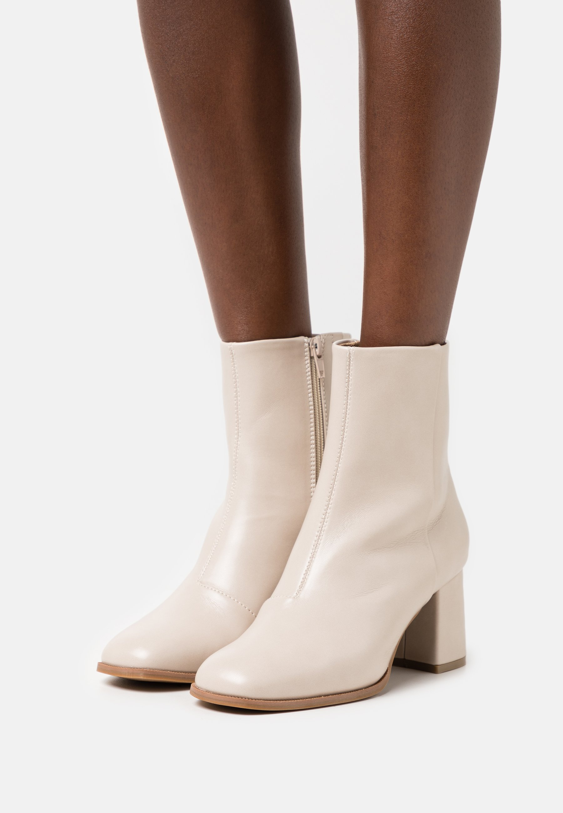 Women VMMATHILDE BOOT - Classic ankle boots