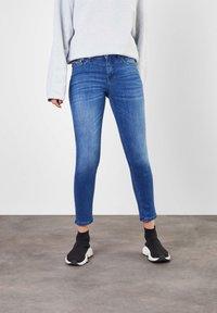 MAC Jeans - Slim fit jeans - authentic blue wash - 0