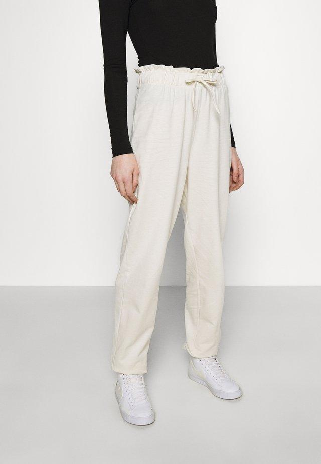 VMCARMEN PANT - Teplákové kalhoty - birch