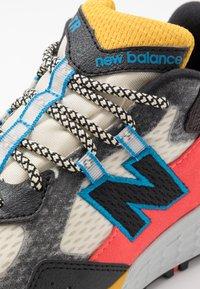 New Balance - WTCRGLN2 - Vaelluskengät - black/stone - 5
