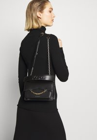KARL LAGERFELD - SEVEN SHOULDERBAG - Across body bag - black - 1
