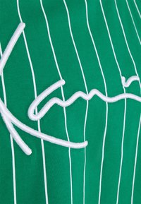 Karl Kani - SIGNATURE PINSTRIPE TEE - Print T-shirt - green - 5