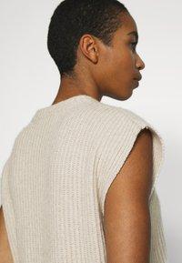 ALIGNE - ADELE - T-shirt con stampa - stone - 7