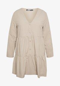 Missguided Plus - BUTTON THROUGH SMOCK DRESS - Robe d'été - nude - 3