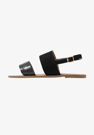 WIDE FIT NELLIE 2STRAP SIMPLE FLAT - Sandály - black