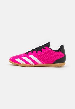 PREDATOR FREAK .4 IN SALA - Indoor football boots - shock pink/footwear white/core black