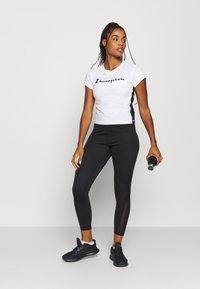 Champion - CREWNECK LEGACY - T-Shirt print - white - 1