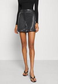 Vero Moda - VMLIA  - Shorts - black - 0