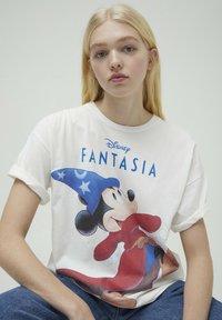 PULL&BEAR - DISNEY - T-shirt con stampa - white - 3