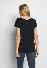 Barbara Lebek - LANG LIEGEND - Print T-shirt - navy - 2