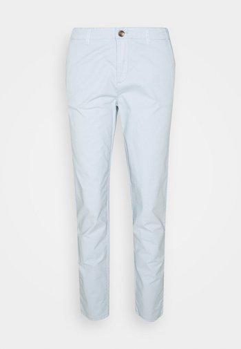PIMACO - Pantalones chinos - light blue lavender