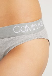 Calvin Klein Underwear - HIGH LEG TANGA - Kalhotky - grey heather - 4