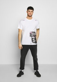 Religion - TWISTED TEE - T-shirt imprimé - white - 1