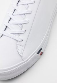 Tommy Hilfiger - CORPORATE  - Baskets basses - white - 5
