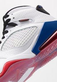 Jordan - MARS - Basketbalové boty - white/black/university red/rush blue - 2