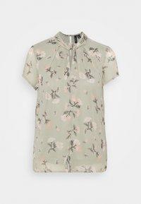 Vero Moda - VMZALLIE  - T-shirts med print - desert sage - 0