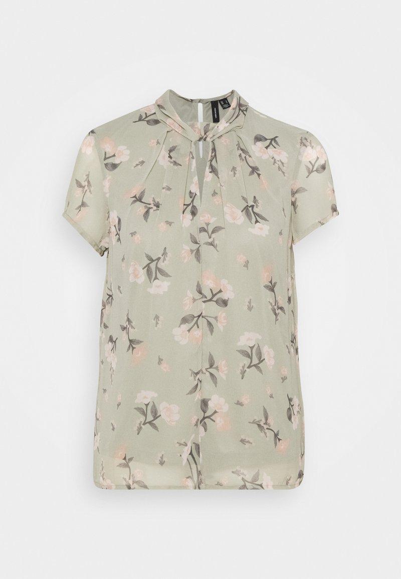 Vero Moda - VMZALLIE  - T-shirts med print - desert sage