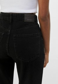 Bershka - MOM FIT - Jeansy Relaxed Fit - black - 3