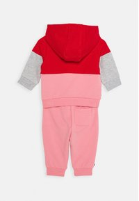 Tommy Hilfiger - BABY COLORBLOCK HOODIE SET - Mikina - red - 1