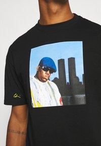 Chi Modu - BIG KING - Print T-shirt - black - 5