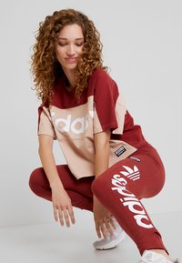 adidas Originals - TIGHTS - Legíny - mystery red/white - 3