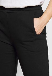 CAPSULE by Simply Be - JOGGER - Tracksuit bottoms - black - 4
