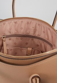 kate spade new york - MARGAUX LARGE SATCHEL - Axelremsväska - true taupe - 4