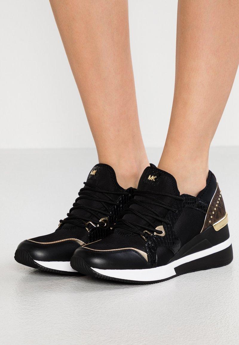 MICHAEL Michael Kors - LIV TRAINER - Sneakers laag - black/brown