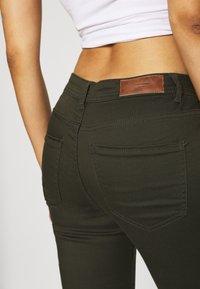 Vero Moda - VMTANYA PIPING ZIP - Jeans Skinny Fit - peat - 4