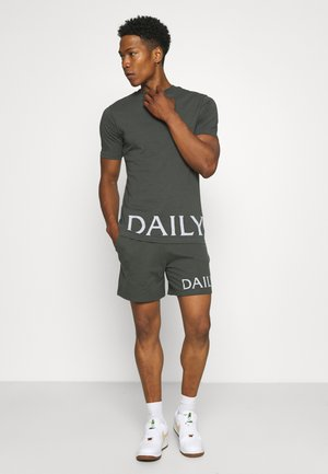 DAILY ARTICLE PRINT SHORT AND TEE SET UNISEX - Trainingsbroek - charcoal