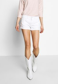Pepe Jeans - SIOUXIE - Denim shorts - white denim - 0