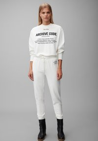 Marc O'Polo - Tracksuit bottoms - off white - 1