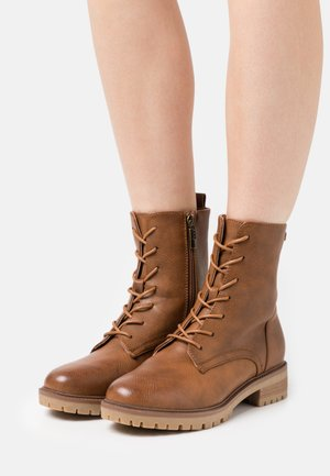 CAMPA - Lace-up ankle boots - lantana