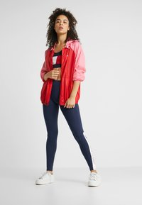 Tommy Sport - BLOCKED WITH LOGO - Windbreaker - red - 1