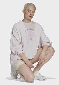 adidas Originals - GRAPHIC SWEATER ORIGINALS PULLOVER - Sweatshirt - pearl amethyst - 3