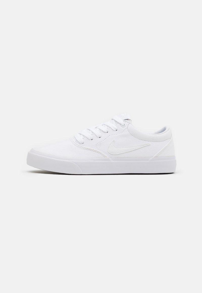 Nike SB - CHARGE SLR - Matalavartiset tennarit - white
