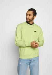 Nike Sportswear - CREW - Sweatshirt - limelight/smoke grey - 0