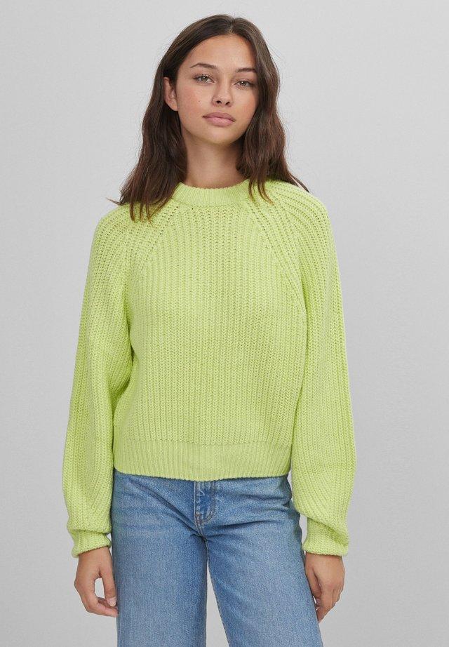 MIT RUNDHALSAUSSCHNITT - Pullover - green