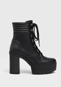 Bershka - MIT ABSATZ UND STEPPMUSTER  - Kotníková obuv na vysokém podpatku - black - 3