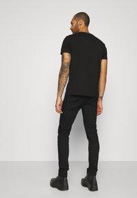 Tommy Jeans - AUSTIN SLIM  - Slim fit jeans - new black - 2