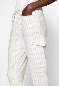 CLOSED - JADE - Trousers - white - 3